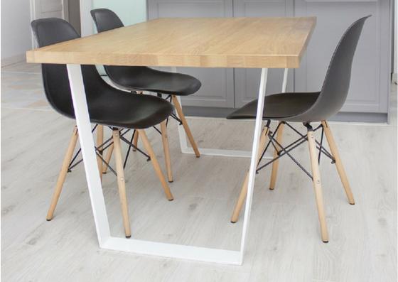 stół industrialny z białymi nogami remi