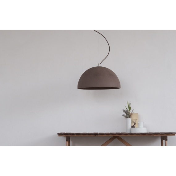 lampa wykonana z betonu