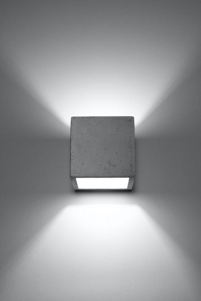 betonowa lampa ścienna Quad